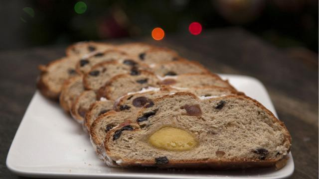 Hoe kun je zelf een paasbrood bakken met noten en spijs?