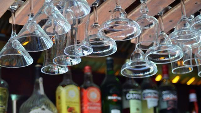 Welke soorten glazen zijn er en welke drank schenk je erin?