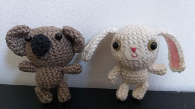 Hoe kun je een knuffel konijntje of koalabeertje (Amigurumi) haken? Deel 2: het lijf, de poten en de oren.
