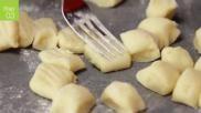 Hoe kun je zelf gnocchi van aardappeldeeg maken Plus een recept met spekjes