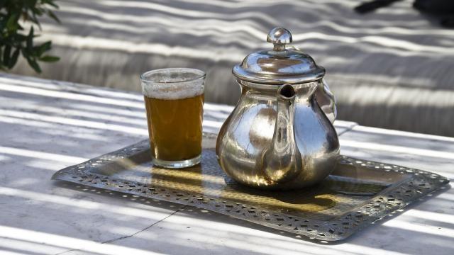 Hoe kun je een traditionele Marokkaanse thee met munt zetten?