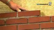 Hoe kun je zelf een bakstenen muur metselen