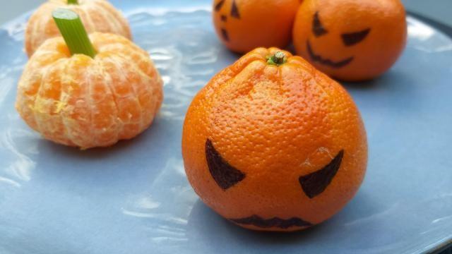 Halloween idee: Mandarijn pompoentjes en boze mandarijnen.