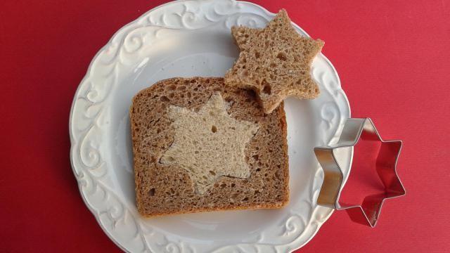 Kerstontbijt idee: een boterham met ster.