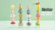 Paasdecoratie kleurrijke totempaal van eieren maken