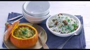 Gevulde pompoen met paddenstoelen ragout geserveerd met basmatirijst
