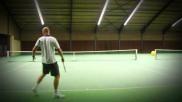 Tennissen hoe kun je als je aan serve bent een goede opgooi maken