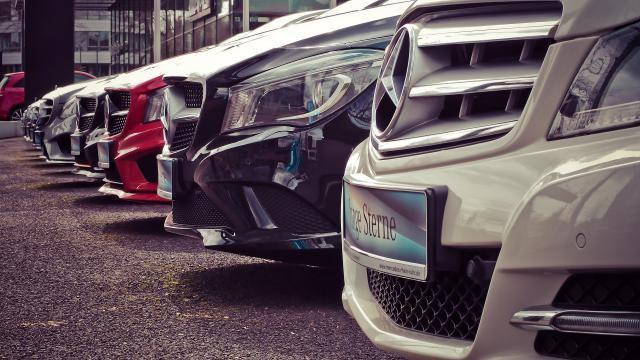 Verkoopprijs bepalen bij het verkopen van je auto: waarmee moet je rekening houden?