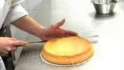 Hoe kan ik taarten horizontaal doorsnijden om deze te vullen