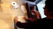 Hoe kun je een strikluier omdoen bij je baby Het klaarleggen ervan