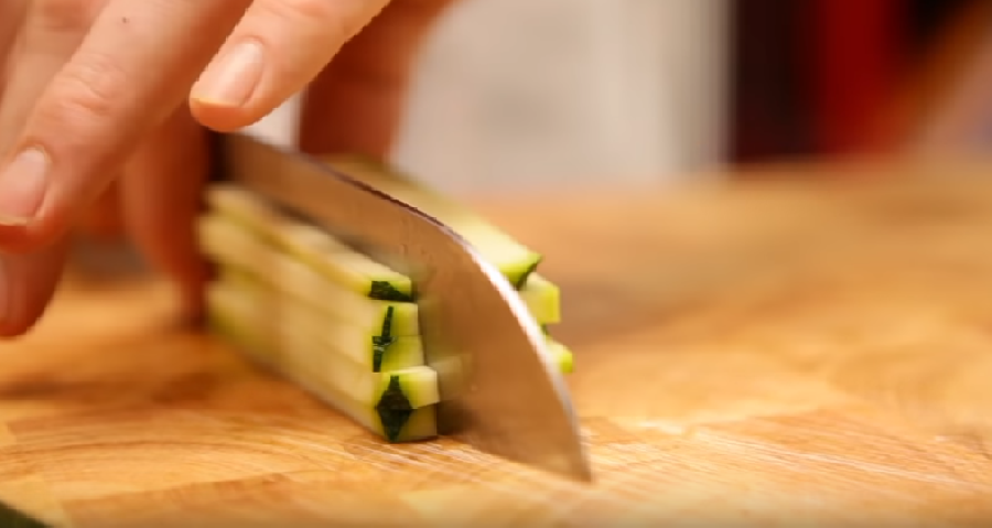 Groente in reepjes snijden
