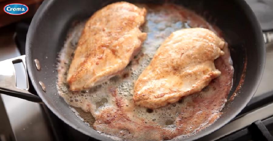Het vlees gaar bakken