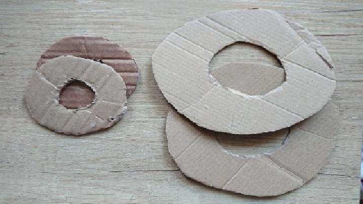 Kartonnen cirkels knippen
