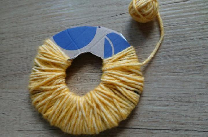 De wol wikkelen voor het lijf