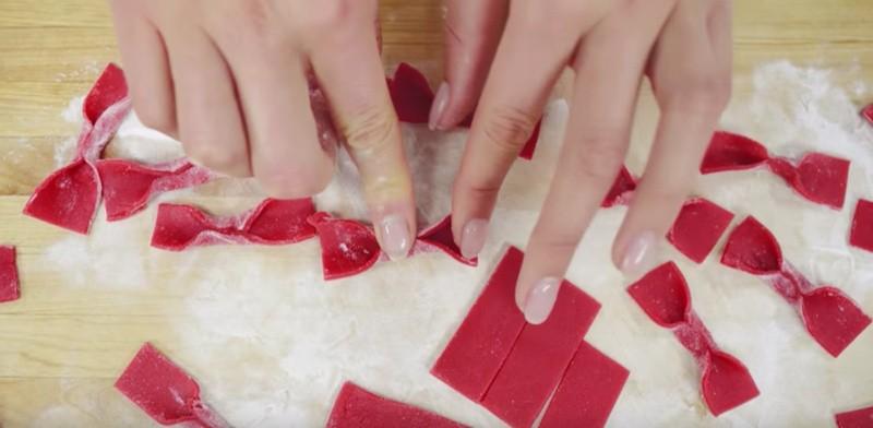 Marsepeinen strikjes maken