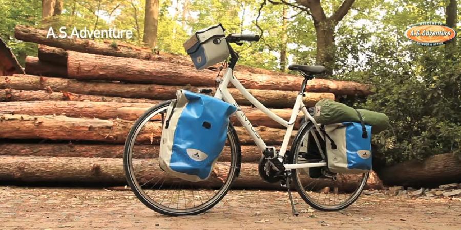Welke bagage stop je in de achtertassen van je fiets?