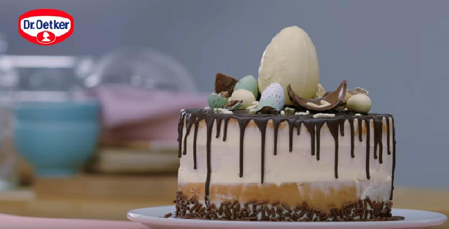 De taart versieren voor Pasen