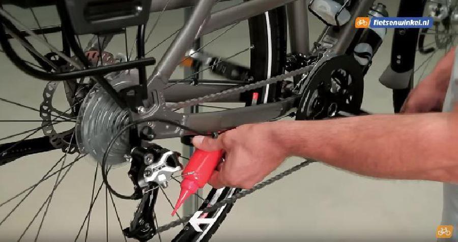 De fietsketting smeren