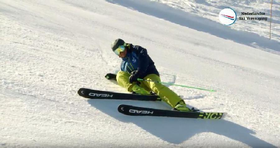 Vallen met je ski's nog aan