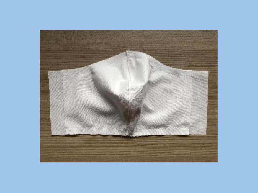 Boven- en onderkant masker vaststikken