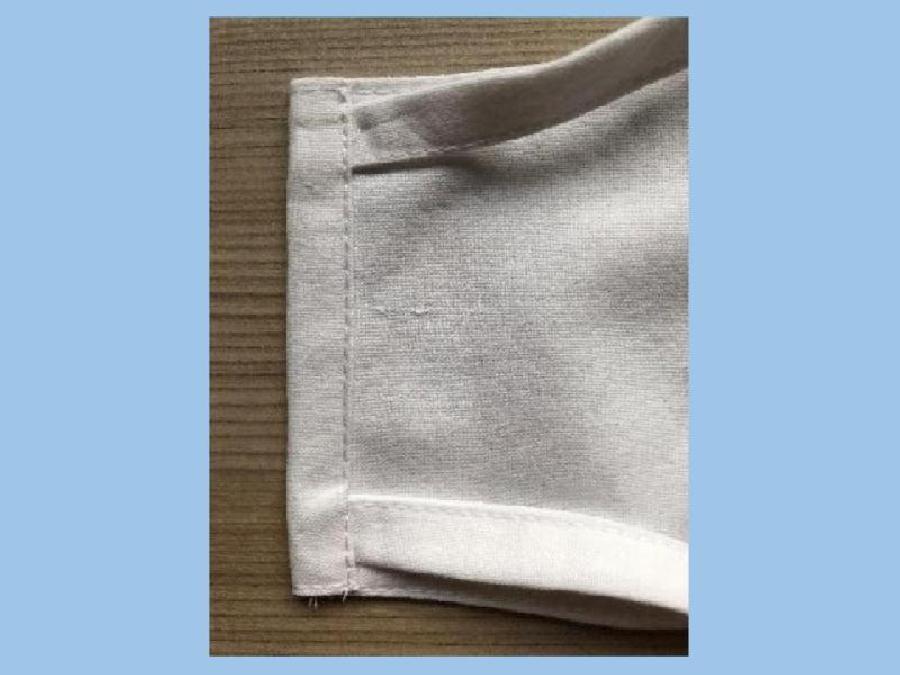 Bandjes op het masker naaien
