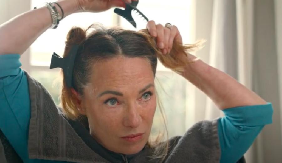 Het haar in tweeën verdelen
