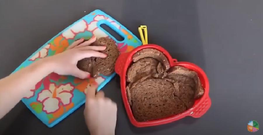Het oude brood verwerken tot quichebodem