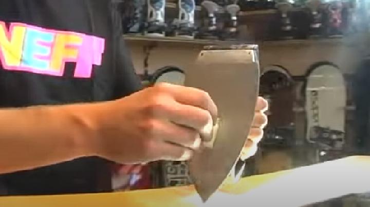 De wax aanbrengen volgens de smeltmethode