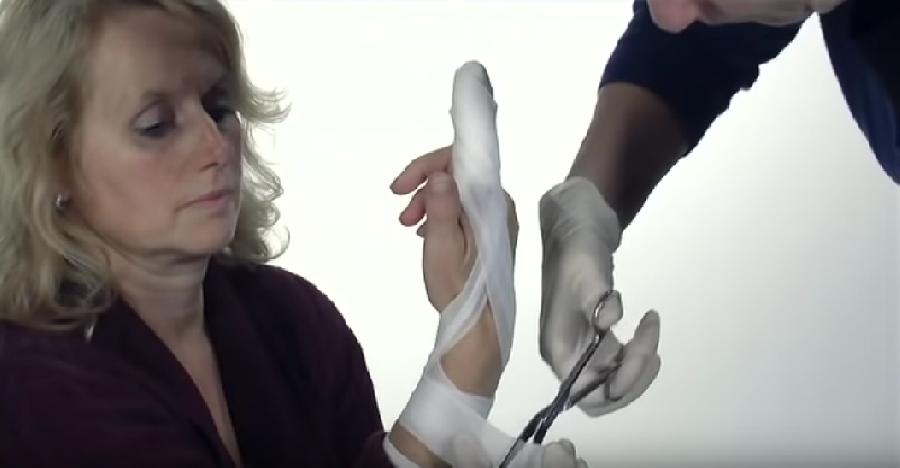 Vingerverband om de hand wikkelen