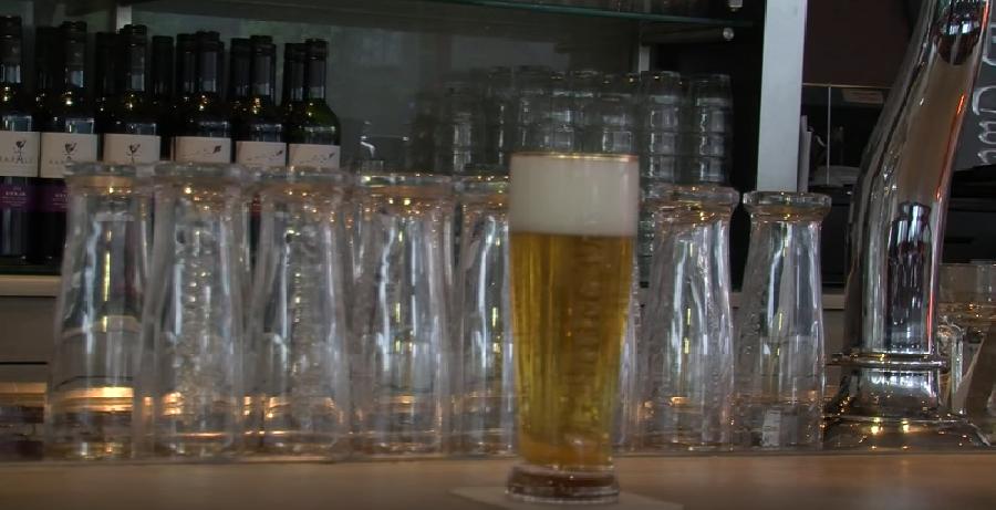 Afschuimen van het bier