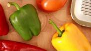 Hoe kun je paprika s grillen en ontvellen