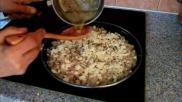 Hoe kun je koko erwtennoedels met kaas maken Een Turks gerecht