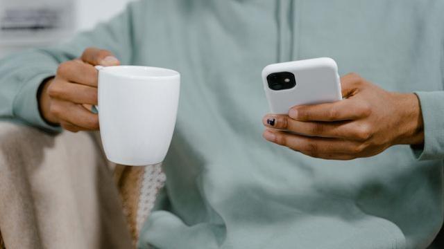 Hoe kun je het mogelijke gezondheidsrisico van straling van je mobiele telefoon verkleinen?