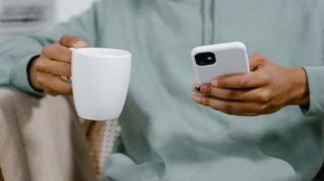 Hoe kun je het mogelijke gezondheidsrisico van straling van je mobiele telefoon verkleinen