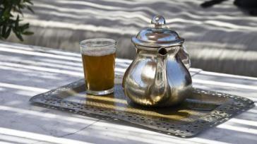 Hoe kun je een traditionele Marokkaanse thee met munt zetten