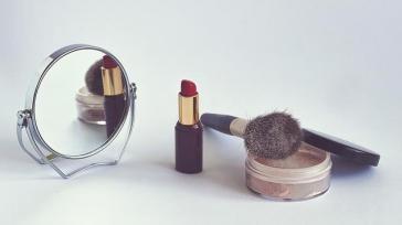Hoe kun je van een normale lippenstift een long lasting lipstick maken