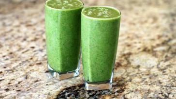 Groene smoothie komkommer zeekraal sla