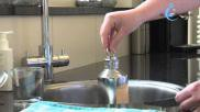 Een metalen warmwaterkruik bereiden