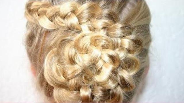 Haarbloem maken: opvlechten & haar stijlen in de vorm van een bloem.