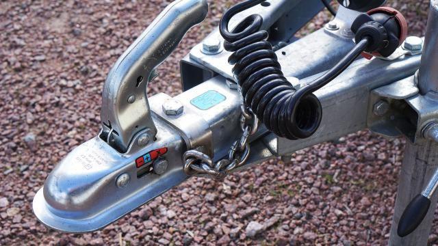 Rijden met een boedelbak: veilig aankoppelen en achteruit rijden.