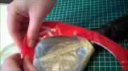 Hoe kun je goedkoop een surprise maken met plastic zakjes en tape