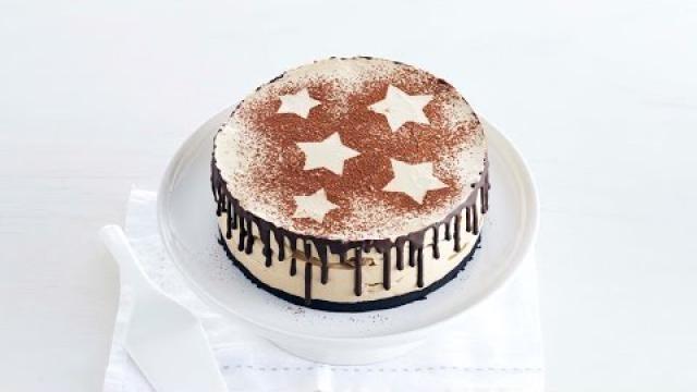 Feestelijk-dessert-tiramisutaart-met-chocolade-koffielikeur