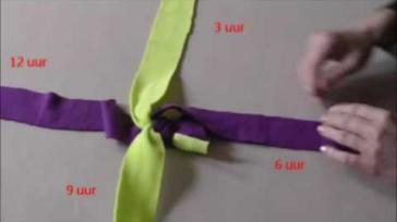 DIY hondenspeeltje zelf maken van stroken fleece
