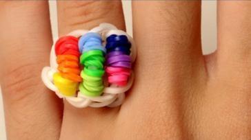DIY kleurige ring maken op een loom