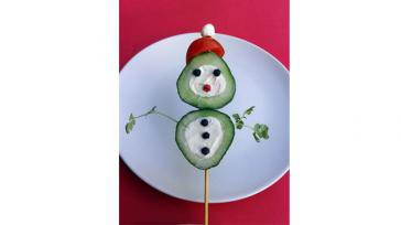 Gezond Borrelhapje voor kerst een Komkommer Sneeuwman Ook leuk voor bij de Kerstlunch