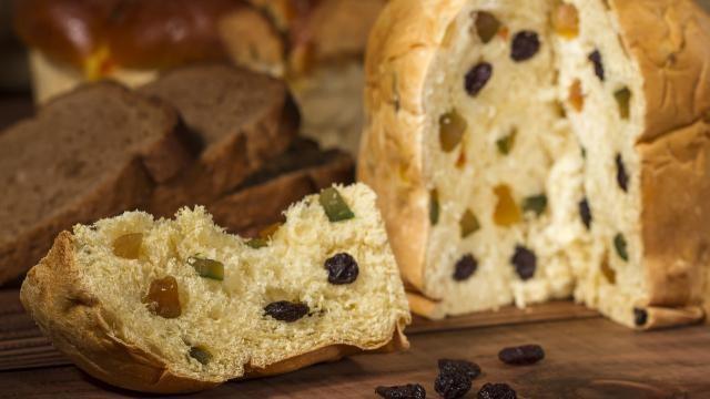 Panettone: Italiaans kerstbrood bakken met olijfolie en zelfgemaakt zuurdesem.