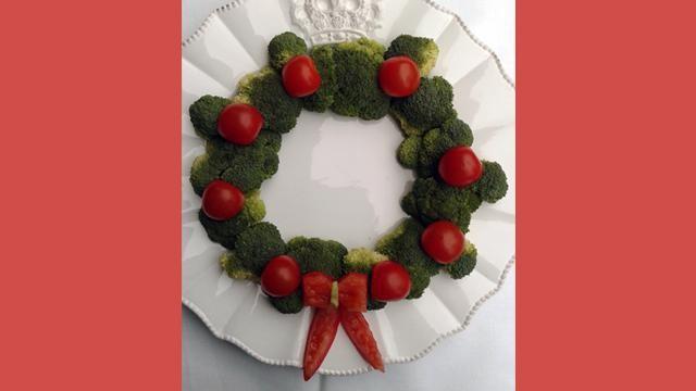 Bijgerecht voor kerst: een kerstkrans van broccoli.