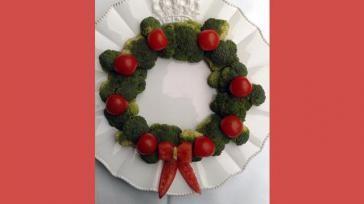 Bijgerecht voor kerst een kerstkrans van broccoli