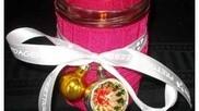 Kerstversiering zelf maken een simpel en decoratief sfeerlichtje van een glazen potje