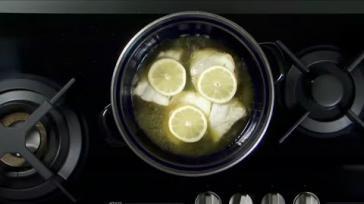 Vis stoven met bouillon voor een gezonde maaltijd